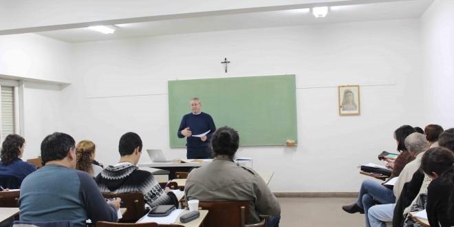 Estudiar teología: una instancia formativa y profesional