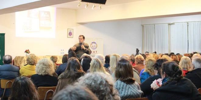 El padre Gabriel Mestre brindó charlas en el marco del mes de la Biblia